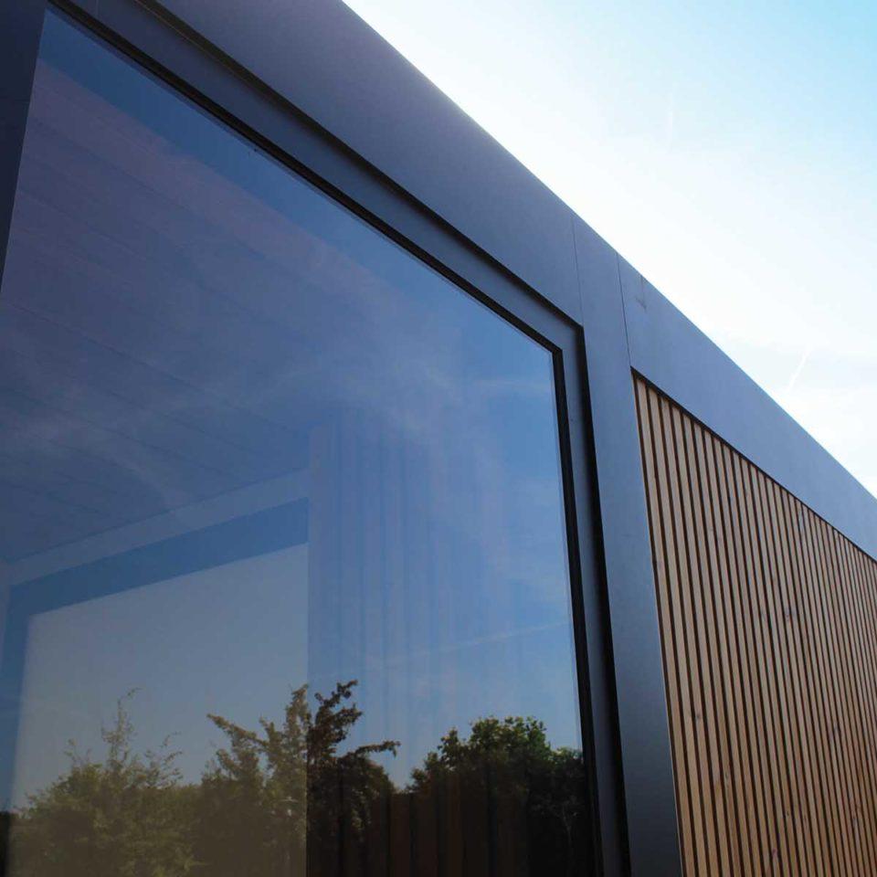 pergola toit fixe paroi verre